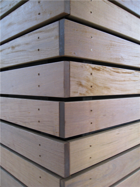 Traditional rain screen corner using butt joints. This constuction technique is not recommended.